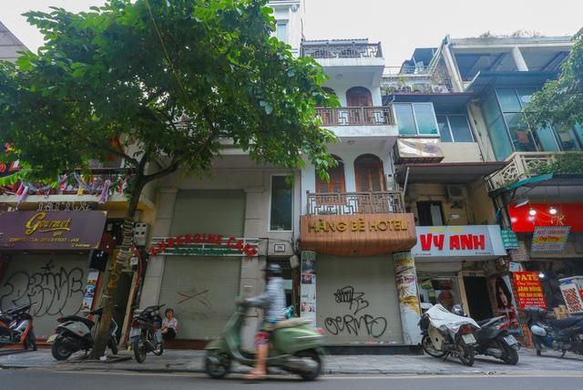 """""""Buốt ruột"""" vì vắng khách, chủ khách sạn phố cổ Hà Nội rao bán trăm tỷ đồng - Ảnh 1."""