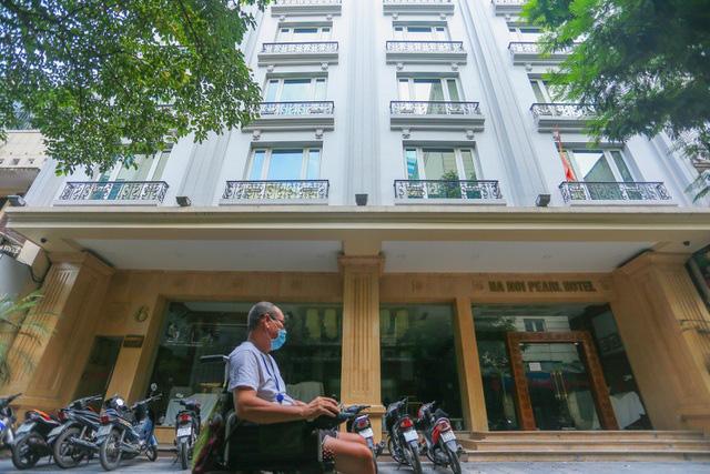"""""""Buốt ruột"""" vì vắng khách, chủ khách sạn phố cổ Hà Nội rao bán trăm tỷ đồng - Ảnh 7."""