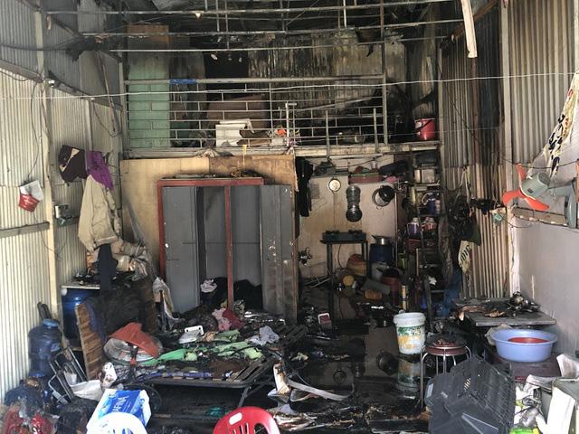 10 căn nhà trọ bị thiêu rụi trong đêm sau tiếng nổ lớn - Ảnh 2.
