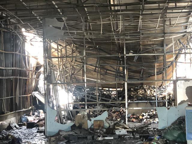 10 căn nhà trọ bị thiêu rụi trong đêm sau tiếng nổ lớn - Ảnh 3.