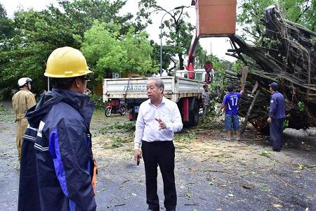 Thiệt hại do bão số 5: 2 người chết, 1 người mất tích, hơn 1.500 nhà tốc mái - Ảnh 2.