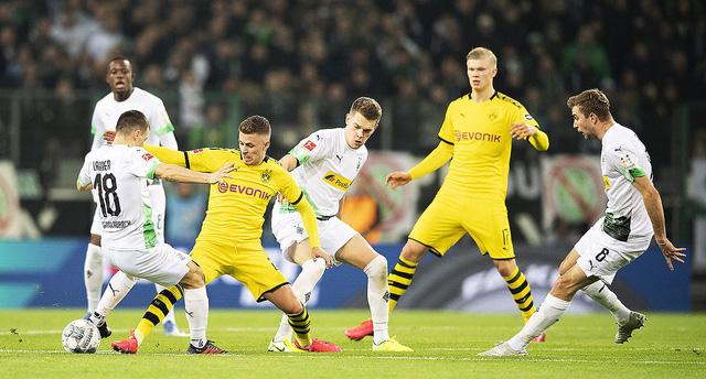 Dortmund - MGladbach: Bayern gọi, Dortmund trả lời? (23h30 ngày 19/9, trực tiếp trên VTV5, VTV6) - Ảnh 1.