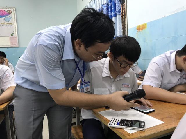 Cho phép học sinh dùng điện thoại trong lớp: Bộ Giáo dục và Đào tạo nói gì? - Ảnh 2.