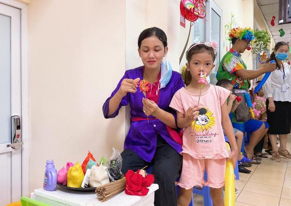 Quỹ Tấm lòng Việt cùng đơn vị thiện nguyện tổ chức Trung thu cho em cho các bệnh nhi tim bẩm sinh - Ảnh 9.