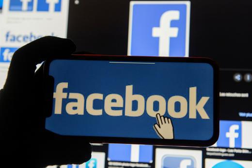 Facebook bị cáo buộc xem lén người dùng Instagram qua camera - Ảnh 1.