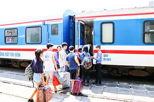 Nhiều khuyến mại vé tàu Tết Tân Sửu 2021 - Ảnh 1.