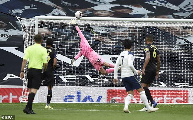 Tottenham 1-1 Newcastle: Mất điểm nghiệt ngã, Mourinho tức giận bỏ về! - Ảnh 2.