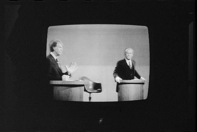 Những màn đấu khẩu trong tranh luận Tổng thống Mỹ - Ảnh 1.