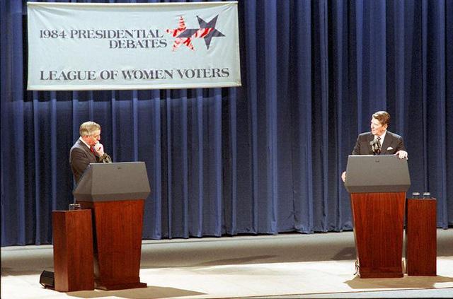 Những màn đấu khẩu trong tranh luận Tổng thống Mỹ - Ảnh 3.