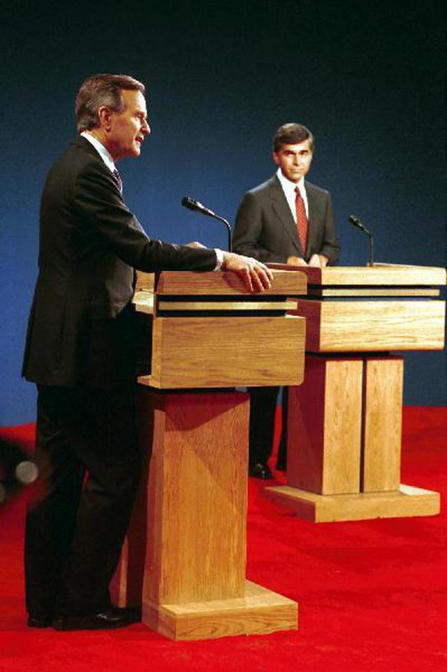 Những màn đấu khẩu trong tranh luận Tổng thống Mỹ - Ảnh 4.