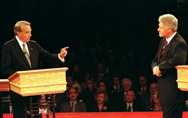 Những màn đấu khẩu trong tranh luận Tổng thống Mỹ - Ảnh 6.
