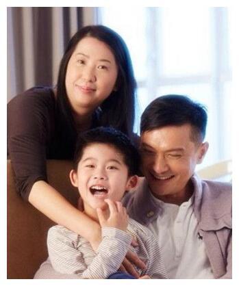 Sao Hong Kong Trần Cẩm Hồng lộ ảnh gầy gò quá mức, người hâm mộ lo ngại - Ảnh 2.