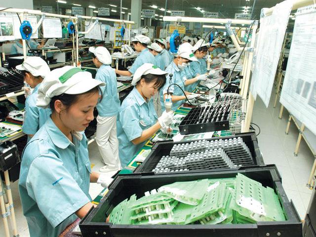 Bloomberg: Việt Nam là nền kinh tế hiếm hoi có cơ hội tăng trưởng dương - Ảnh 1.