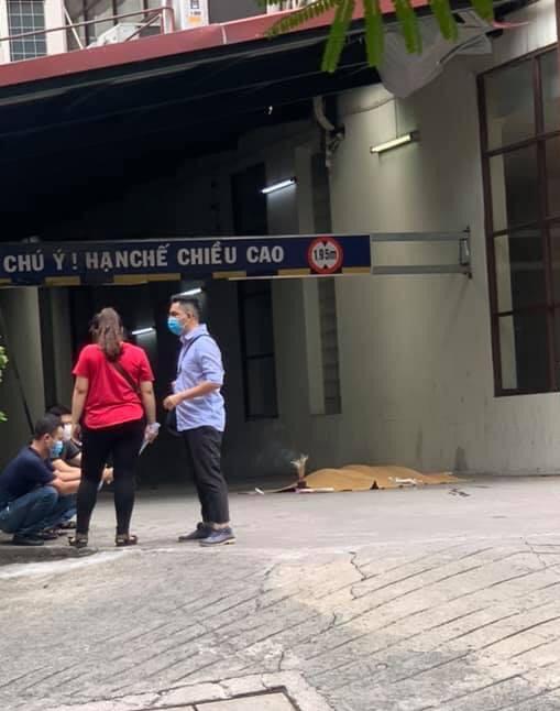 Hà Nội: Rơi từ tầng cao chung cư xuống, một người đàn ông tử vong - Ảnh 1.