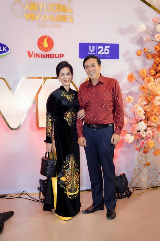 Hồng Diễm, Phương Oanh hết lời khen ngợi mẹ chồng Lan Hương tại Lễ trao giải VTV Awards - Ảnh 2.