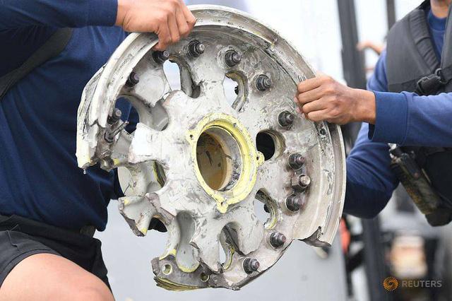 An toàn hàng không Indonesia chịu búa rìu sau vụ tai nạn máy bay của hãng Sriwijaya Air - Ảnh 1.