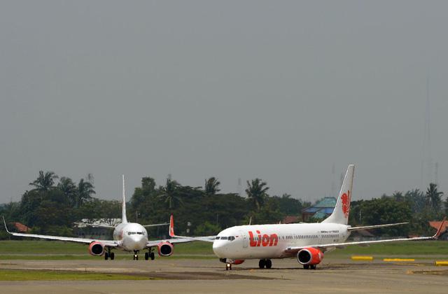 An toàn hàng không Indonesia chịu búa rìu sau vụ tai nạn máy bay của hãng Sriwijaya Air - Ảnh 2.