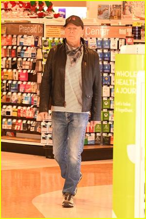 Sao phim Die Hard bị đuổi khỏi cửa hàng vì từ chối đeo khẩu trang - Ảnh 1.