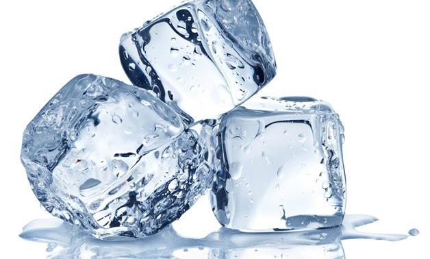7 công dụng làm đẹp da tuyệt vời của đá lạnh - Ảnh 1.
