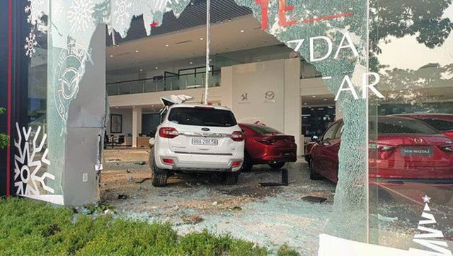 Khởi tố nữ tài xế tông một người tử vong trước showroom ô tô - Ảnh 1.
