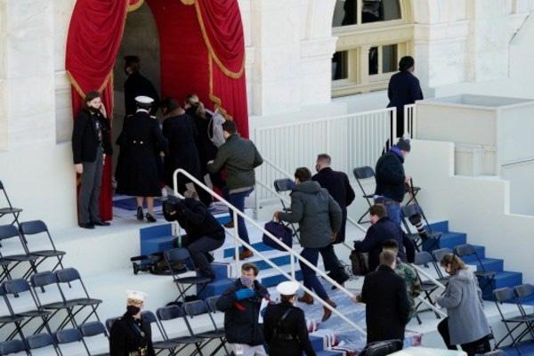 Khói bốc lên phía sau Tòa nhà Quốc hội Mỹ - ảnh 1
