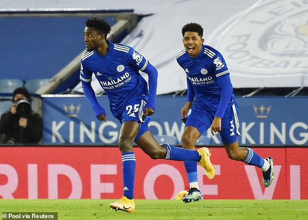 Vòng 18 Ngoại hạng Anh: Thắng Chelsea, Leicester giành ngôi đầu bảng - Ảnh 1.