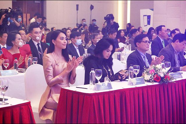 Tiểu Vy bất ngờ tái ngộ bạn cũ cùng thi Hoa hậu Việt Nam - Ảnh 10.