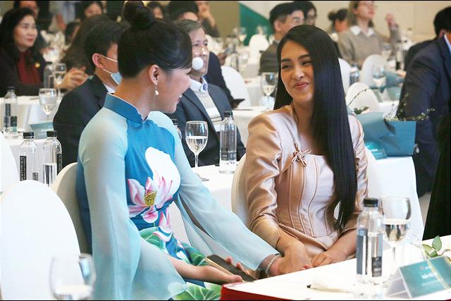Tiểu Vy bất ngờ tái ngộ bạn cũ cùng thi Hoa hậu Việt Nam - Ảnh 12.