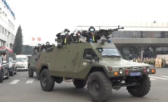 Cảnh sát vũ trang bảo vệ sân bay Tân Sơn Nhất - Ảnh 1.