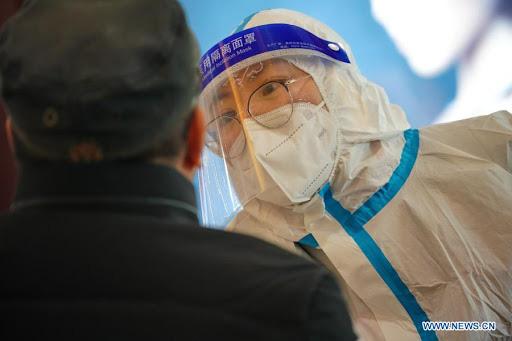 Trung Quốc phải kiểm tra lại hơn 310.000 kết quả xét nghiệm COVID-19 - Ảnh 1.
