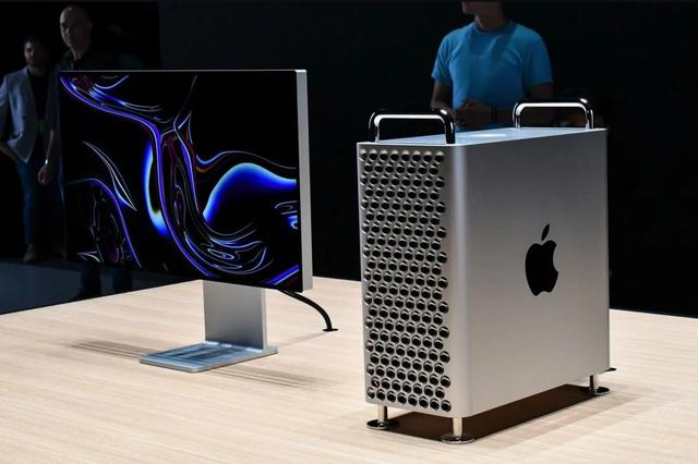 Chiếc máy tính trị giá gần 140 triệu đồng được CEO Apple tặng ông Trump - Ảnh 1.