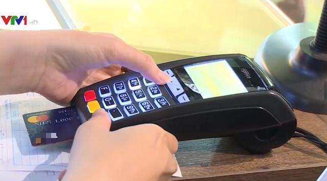 Phát triển thẻ tín dụng nội địa đẩy lùi tín dụng đen - Ảnh 1.