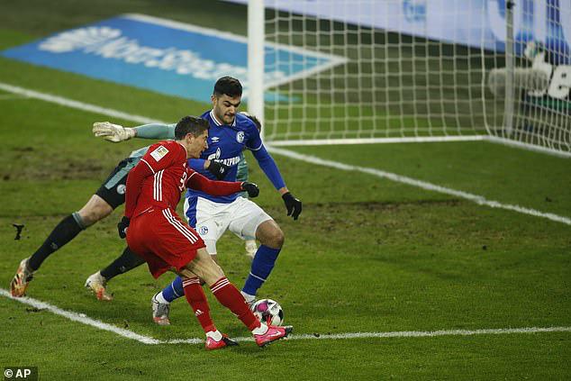 Schalke 04 0-4 Bayern Munich: Lewandowski cán mốc 500 bàn thắng (Vòng 18 Bundesliga 2020/21) - Ảnh 3.