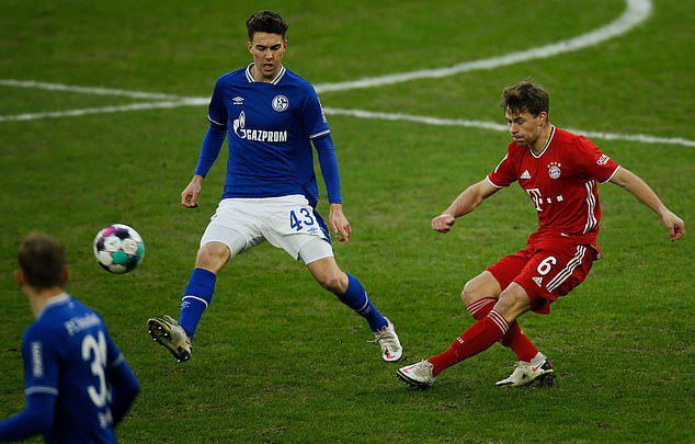 Schalke 04 0-4 Bayern Munich: Lewandowski cán mốc 500 bàn thắng (Vòng 18 Bundesliga 2020/21) - Ảnh 4.