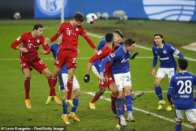 Schalke 04 0-4 Bayern Munich: Lewandowski cán mốc 500 bàn thắng (Vòng 18 Bundesliga 2020/21) - Ảnh 2.
