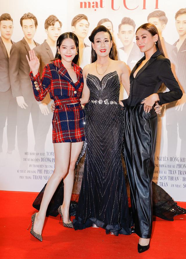 Võ Hoàng Yến, Nam Em sóng đôi mừng nghệ sĩ Hà Kiều Anh ra mắt phim - ảnh 1