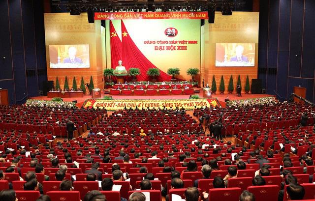 VIDEO: Tổng Bí thư, Chủ tịch nước trình bày Báo cáo của BCH Trung ương Đảng khóa XII  - Ảnh 2.