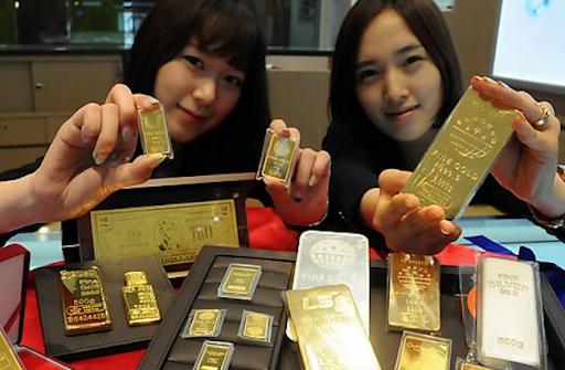 Đồng USD hấp dẫn nhà đầu tư, giá vàng châu Á giảm - Ảnh 1.