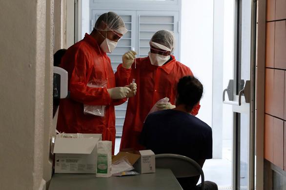 Thế giới ghi nhận hơn 103 triệu ca nhiễm virus SARS-CoV-2 - Ảnh 1.