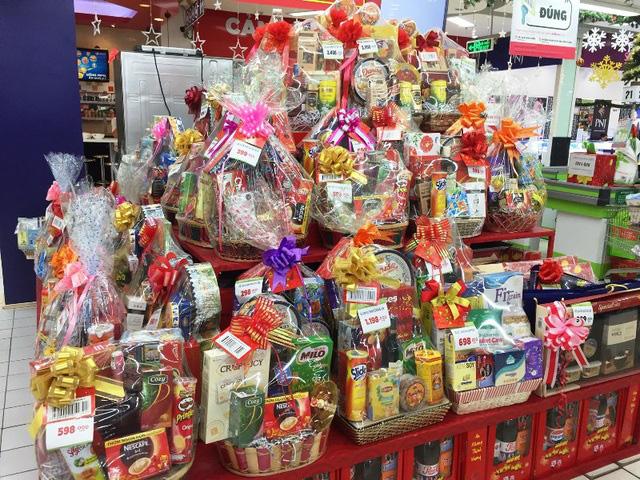Thị trường quà Tết Tân Sửu 2021: Mẫu mã đa dạng, nhiều phân khúc giá - Ảnh 1.