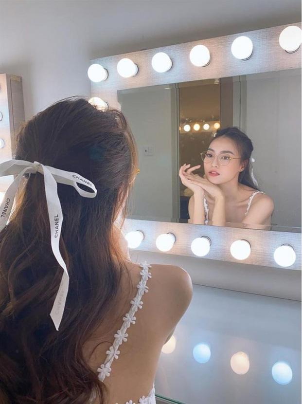 Những sao Việt mê mệt nơ cài tóc hack tuổi ngoạn mục - ảnh 9