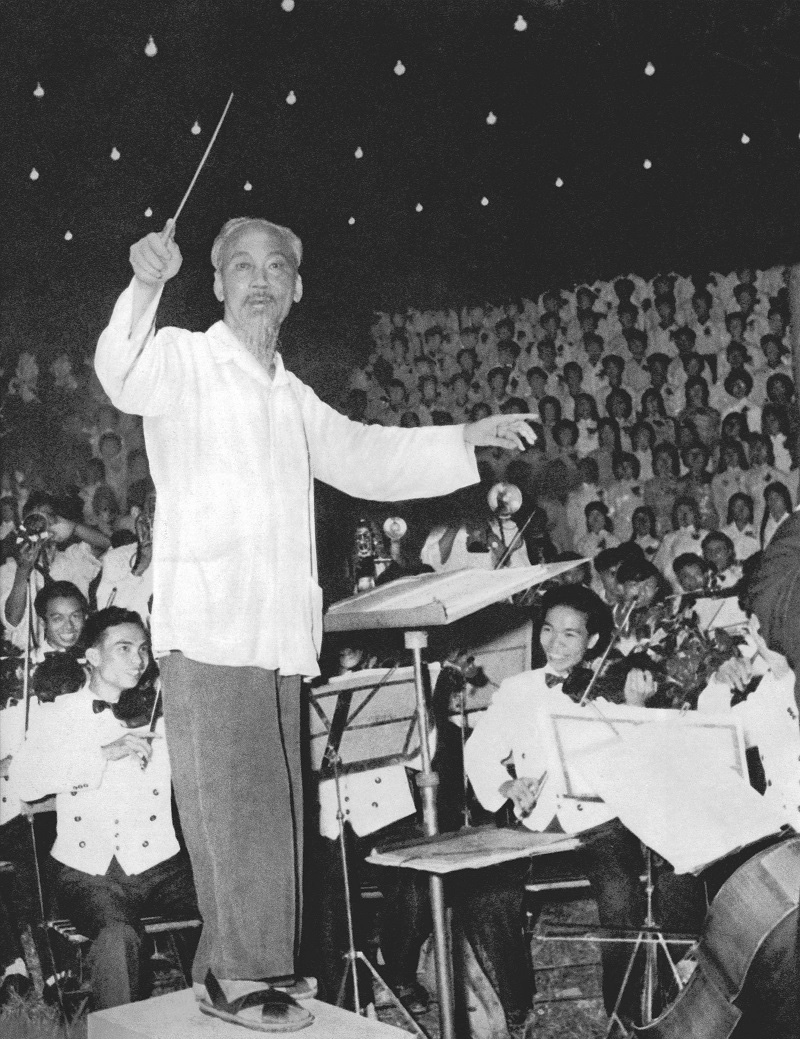 Uncle Ho directing the orchestra singing the Unity song taken by photographer Lam Hong Long in 1960.