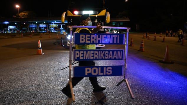 Malaysia và Singapore giảm hạn chế du lịch, hướng tới sống chung với COVID-19 - ảnh 1