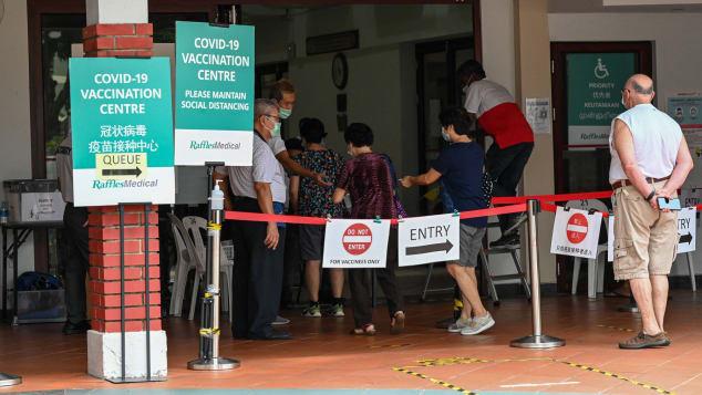 Malaysia và Singapore giảm hạn chế du lịch, hướng tới sống chung với COVID-19 - ảnh 2