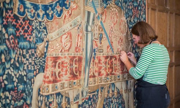 Trưng bày tấm thảm có nguồn gốc bí ẩn từ thế kỷ 15 sau 4 năm bảo tồn - ảnh 1