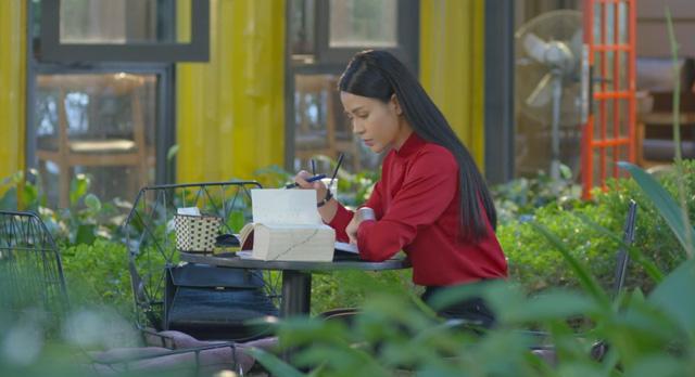 Hướng dương ngược nắng: Một bước trở thành tiểu thư nhà họ Cao, Minh (Lương Thu Trang) sang chảnh đến ngỡ ngàng - Ảnh 20.