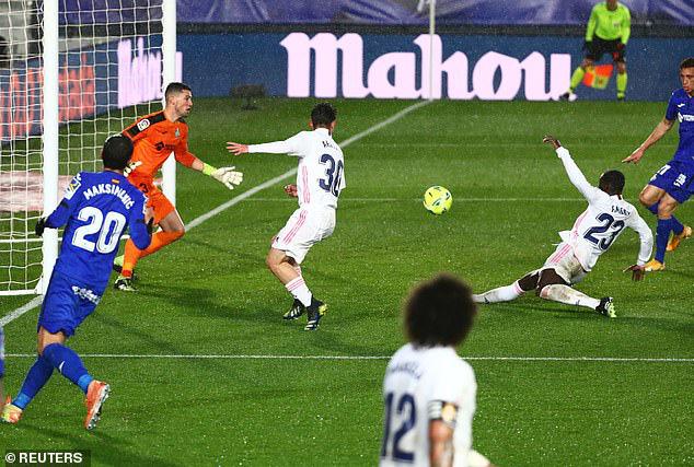 Real Madrid 2-0 Getafe: Real chiếm ngôi nhì bảng từ tay Barca - Ảnh 2.