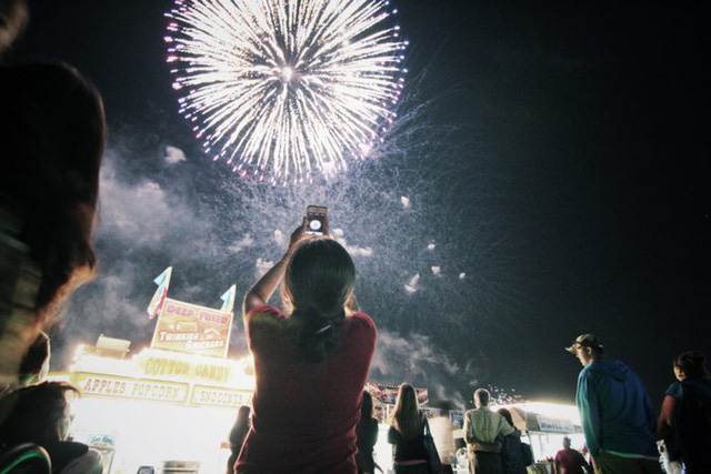 Mẹo chụp ảnh pháo hoa đẹp trong đêm giao thừa - Ảnh 3.