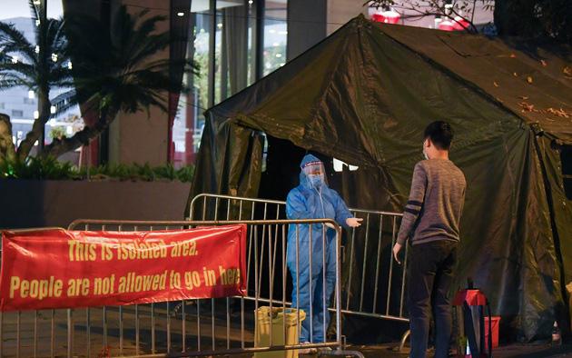 Hà Nội: Phong tỏa khách sạn ở Hồ Tây có người nước ngoài chết dương tính SARS-CoV2 - Ảnh 6.