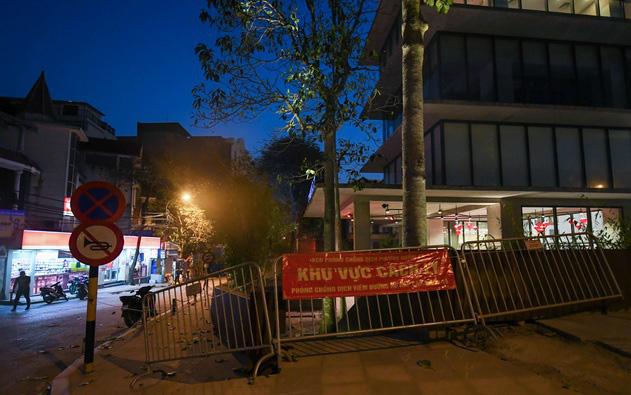 Hà Nội: Phong tỏa khách sạn ở Hồ Tây có người nước ngoài chết dương tính SARS-CoV2 - Ảnh 8.